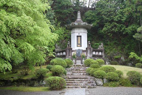 日蓮大聖人御廟